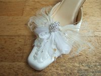 Bridal White Goose and Peacock Feathers with Swarovski Crystals Shoe Clips. Wedding Shoe Ideas. Feather Shoe Clips. Bridal Shoe Clips. Ivory Shoe Clips.
